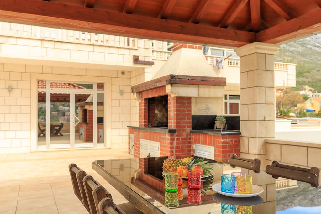 Shared terrace with dining area and barbecue