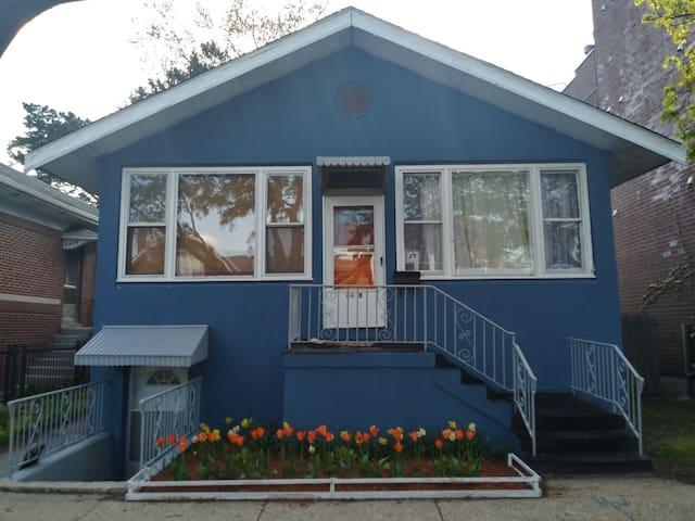 Quiet & Cozy Garden Unit with Private Entrance