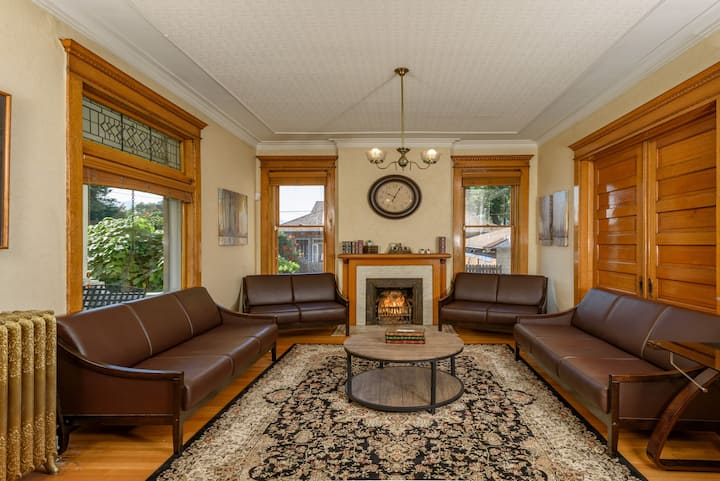 Beautiful Historic Home in the Heart of Downtown
