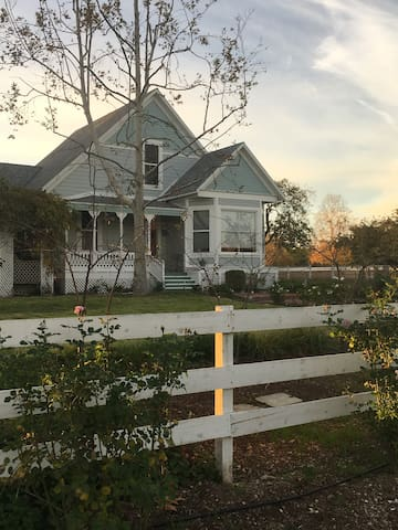 Greener Pastures, Victorian farmhouse - 聖伊內斯(Santa Ynez) - 獨棟