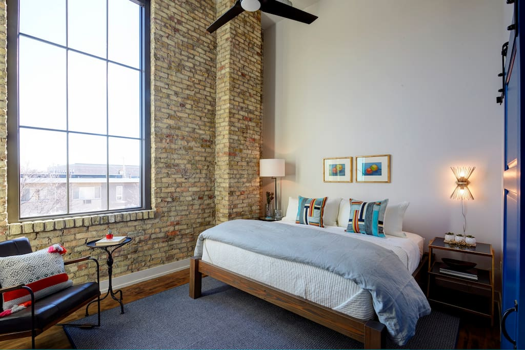 Kinn Guesthouse Mke Suite 2 Boutique Hotels For Rent In Milwaukee Wisconsin United States