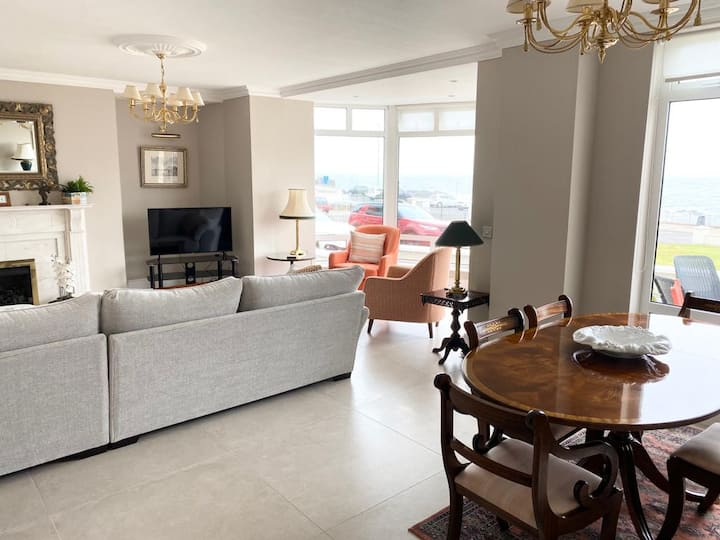 Portstewart  sea-front apartment with parking