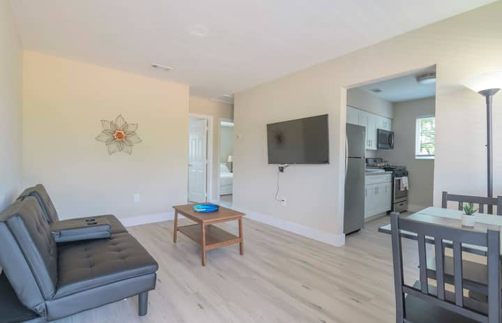 Stylish 2BR Apartment in Midtown/Wynwood