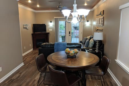 Remodeled Condo: Lake, Oaklawn, Historic Downtown