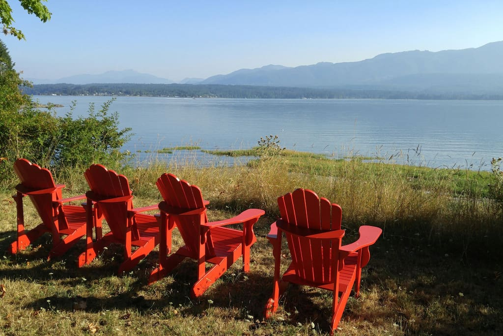 Relax at the beach with a spectacular view of the Beaufort Mountains