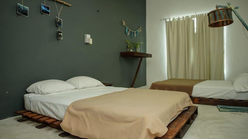 Hab c/baño privado-2 camas dobles G