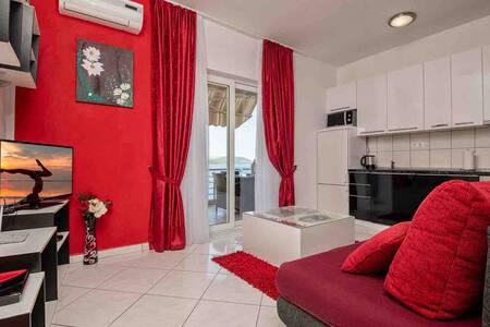 BEAUTIFUL apartment 5 METERS FROM SEA