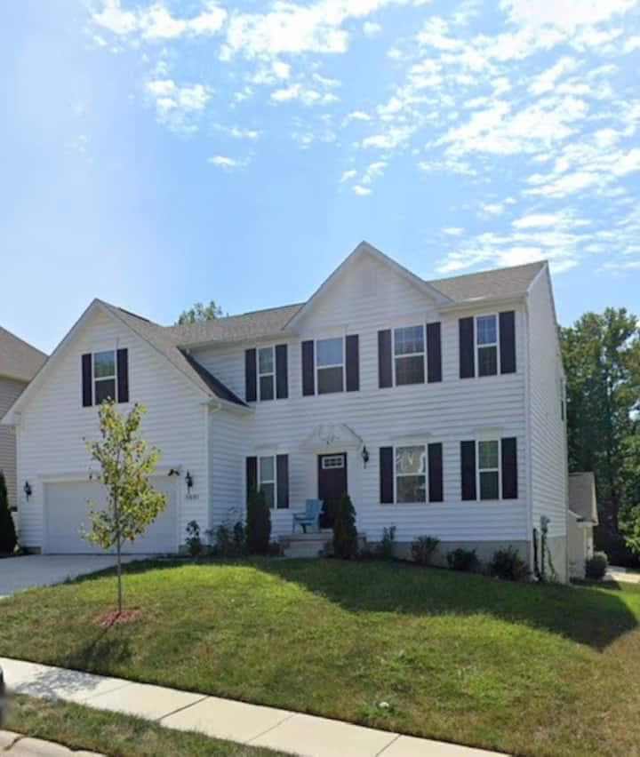 Single Family Home: New Built Basement: Long Stays