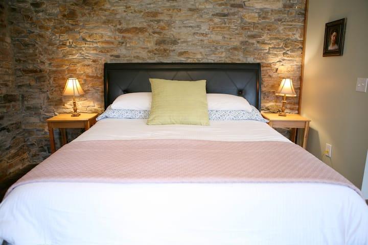 Light Horse Inn: Suite 4