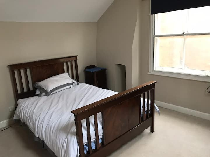 Double room in large house close to town and rail