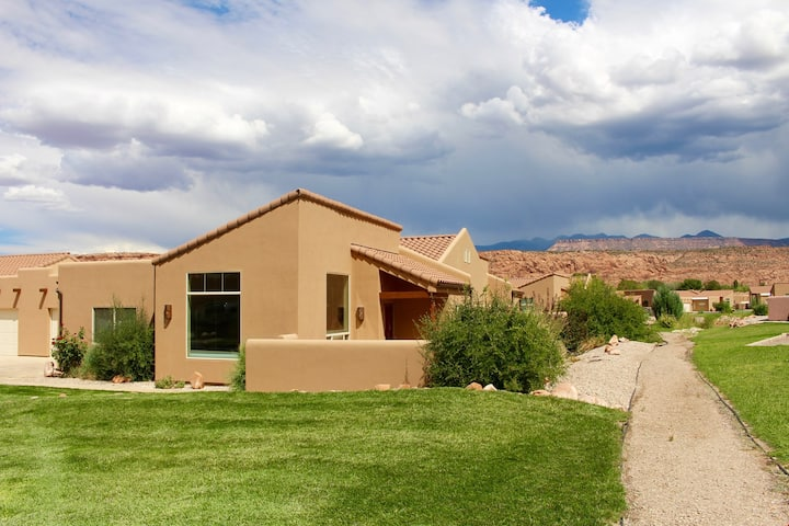 Moab Adventure ~ V3, 3 Bedroom Townhome + Great Views + Private Hot Tub - Moab Adventure ~ V3