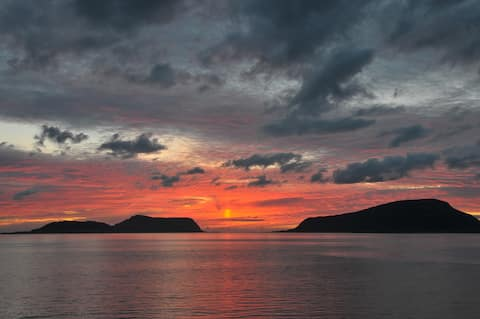 2-Opplev solnedgangen mot Nordøyane, 30m fra sjøen