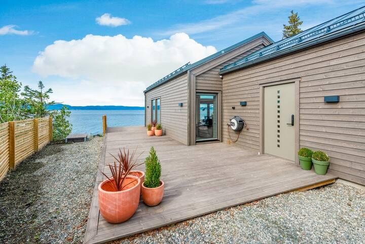 Amazing oceanfront Villa - 5 bed-  Garage - 2 bath