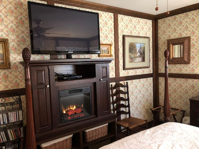 Bedroom - Fireplace