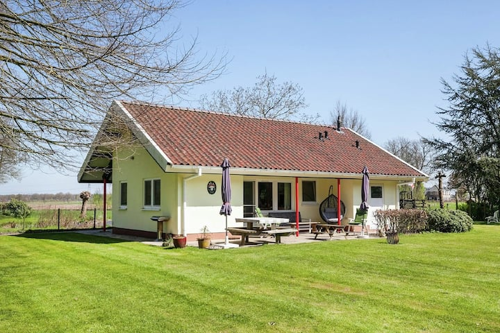 Holiday Home in Heino with Roofed Terrace and Fenced Garden