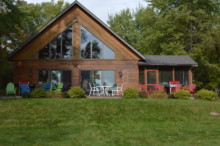 Beautiful Four Season Lakeshore Chalet(New Owners)