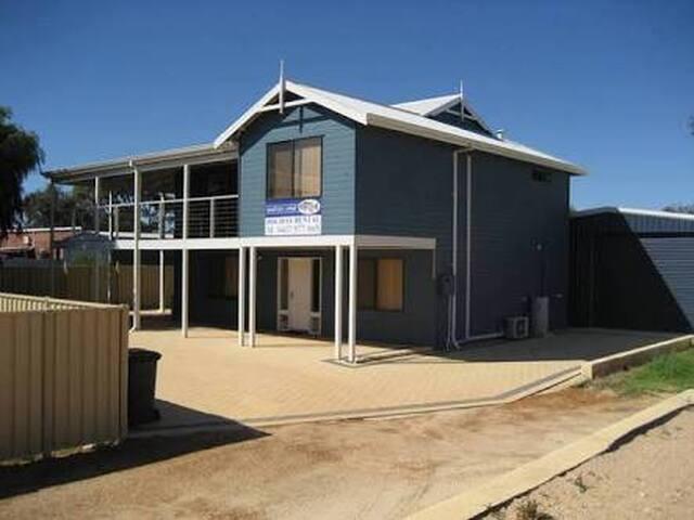 Dhufish Lodge