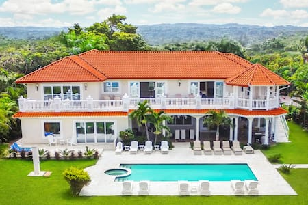 Sosua Ocean Front Bachelor Party MEGA Mansion - Sosúa