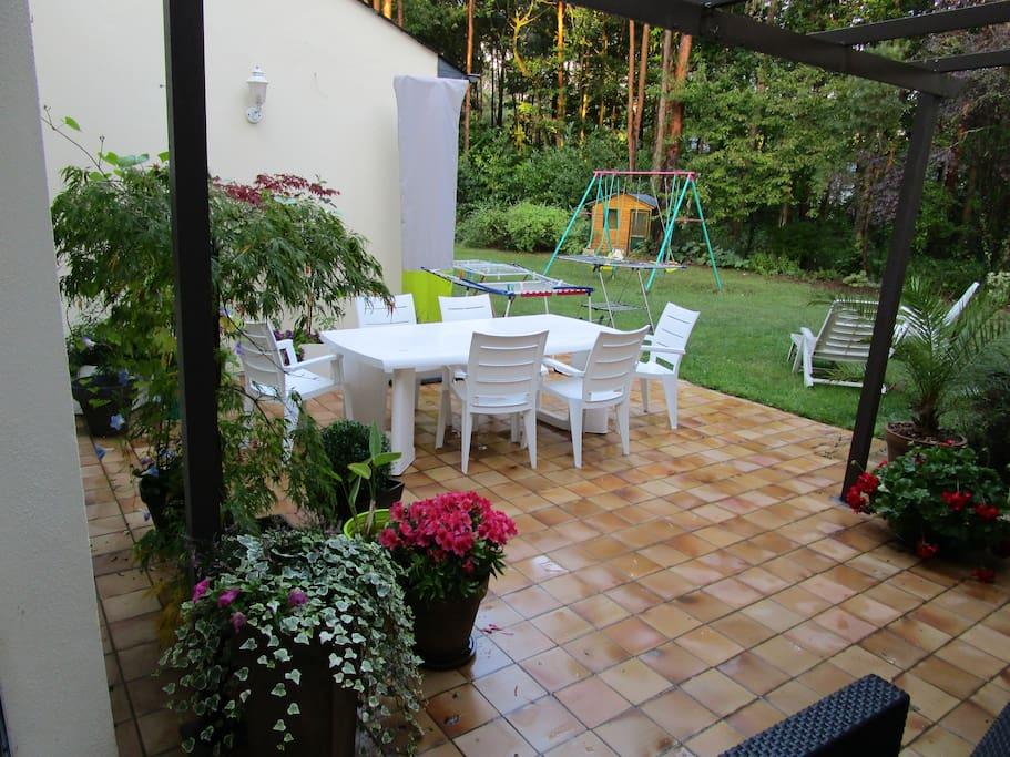 Terrasse patio au centre de la maison