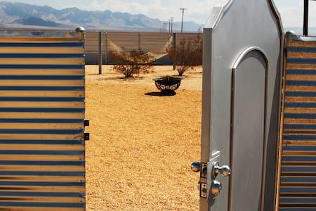 Back-Of-Beyond by Joshua Desert Retreats - Joshua Tree - House