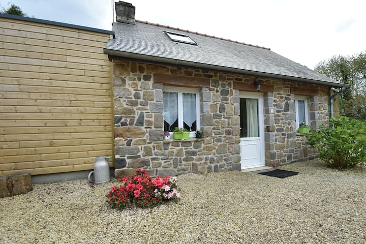 Quaint Holiday Home  in Saint-Gilles-les-Bois with Barbecue