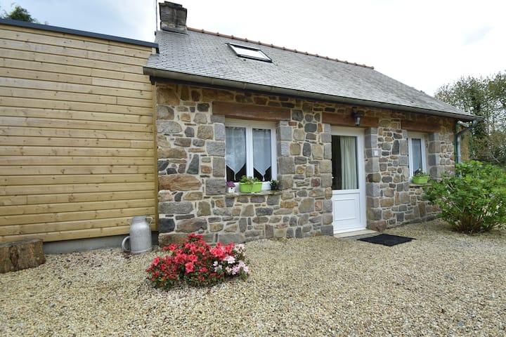 Maison de Vacances à Saint-Gilles-les-Bois avec Barbecue
