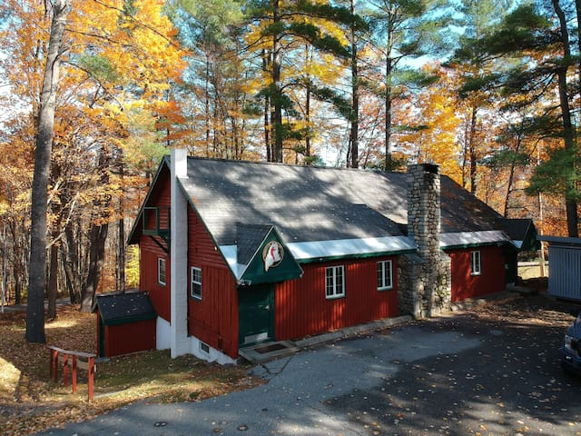 New England Lodge in Western Lakes Region of Maine