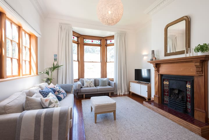 Large sunny home in excellent central location - Wellington - Dom