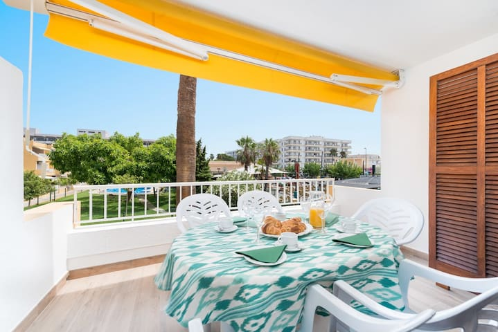 """Beautiful Holiday Apartment """"Venecia"""" with Pool, Wi-Fi, Balcony & Air Conditioning; Parking Available"""