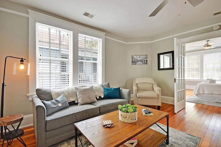 Blue Magnolia (Suite B) - Only 6 Blocks from King Street