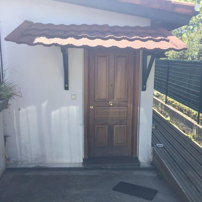 La puerta del piso.