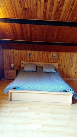 Très grande chambre proche Volvic - Malauzat