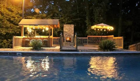 Williamsburg Poolside Resort and Homestead