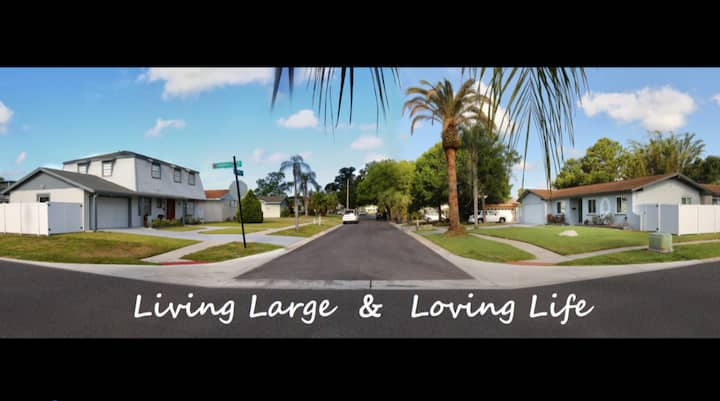 Living Large & Loving Life! 2 houses-9br/5ba