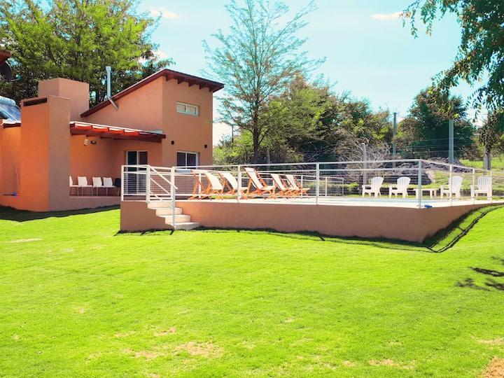 Kawsay: Complejo de cabañas con piscina