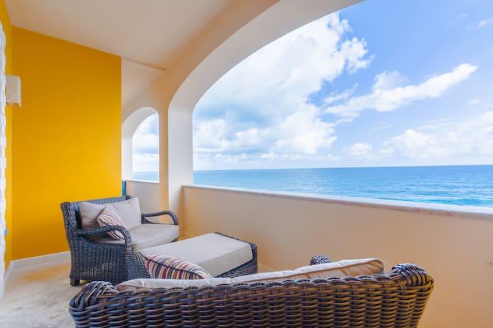 Ocean front 2 bd condo sleeps 4 in Isla Mujeres