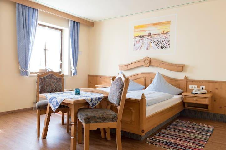 Hotel-Gasthof Zum Jägerstöckl (Grafenau), Doppelzimmer - in traditionellem Ambiente