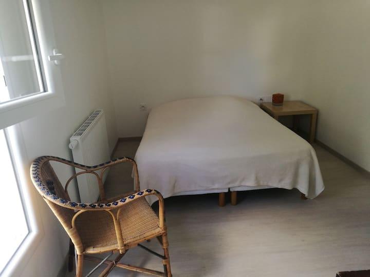 Chambre calme dans petite résidence privée