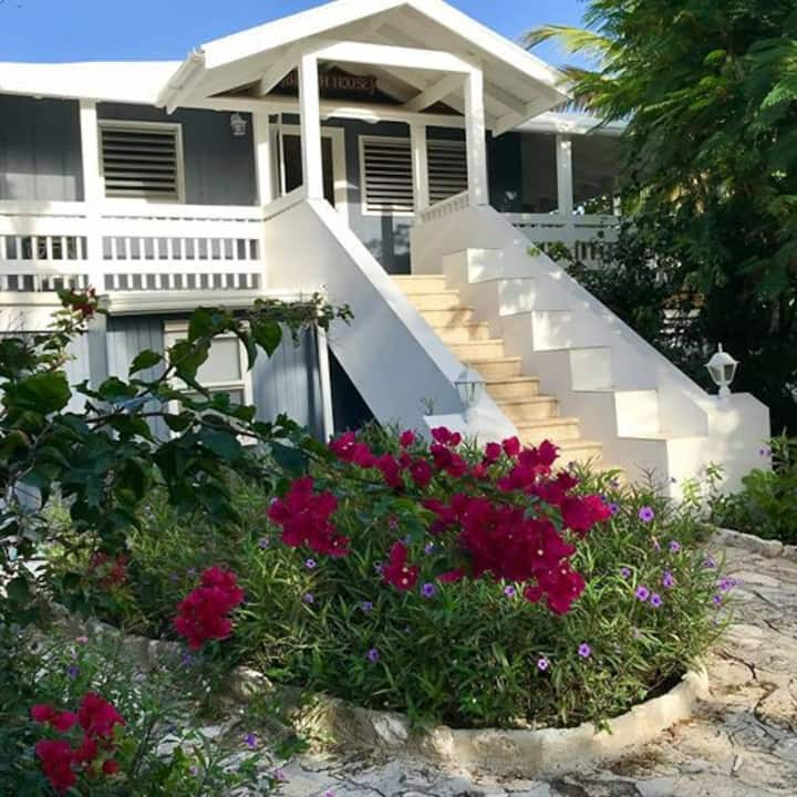House By Grace Beach-1b/1b,for3, pool,AC,reef,Wifi