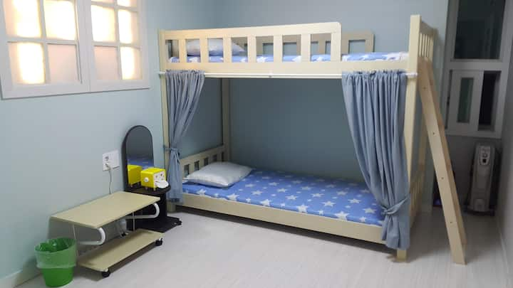 Cobe Guesthouse Twin Room + Extra Bed