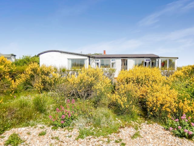 Lovely Railway Carriage Cottage on Pagham Beach