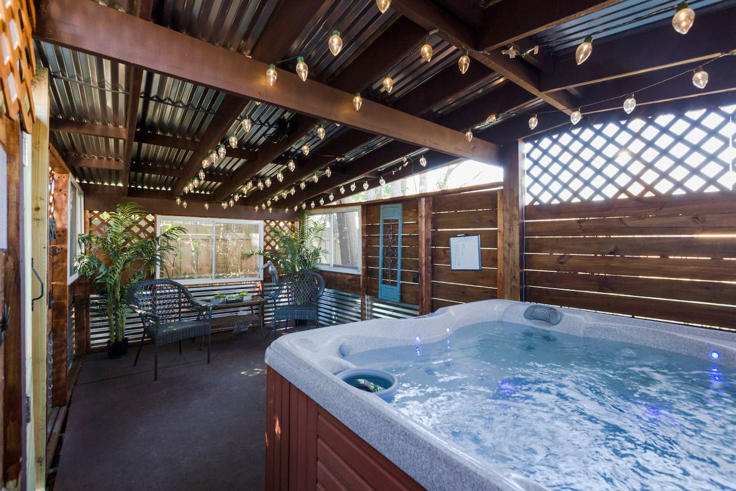 Wilmington's 'The Great Escape' with Hot Tub!