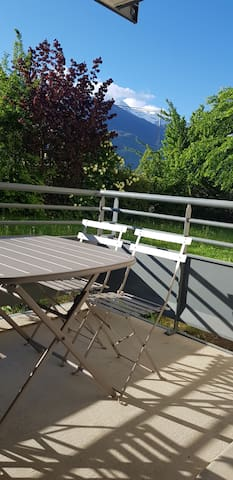 Appartement neuf et cosy entre lac et montagne