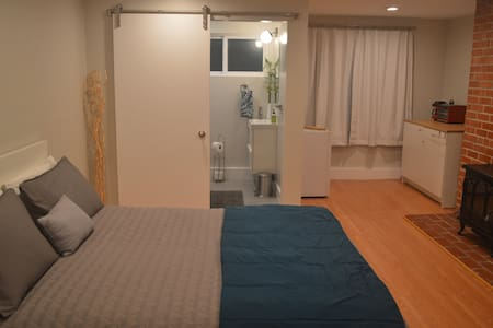 Private studio, walk to the Bart!