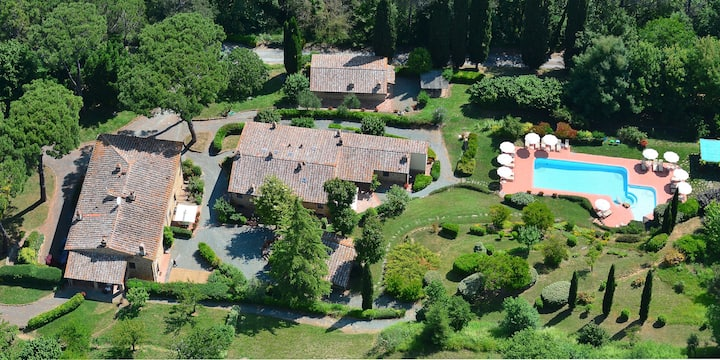 Tuscany | Farmhouse with pool and private terrace