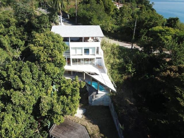 Casa linda no mar de Angra - Internet fibra ótica