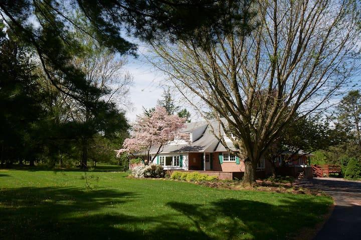 Spacious Home on Organic Farm - Allentown - House