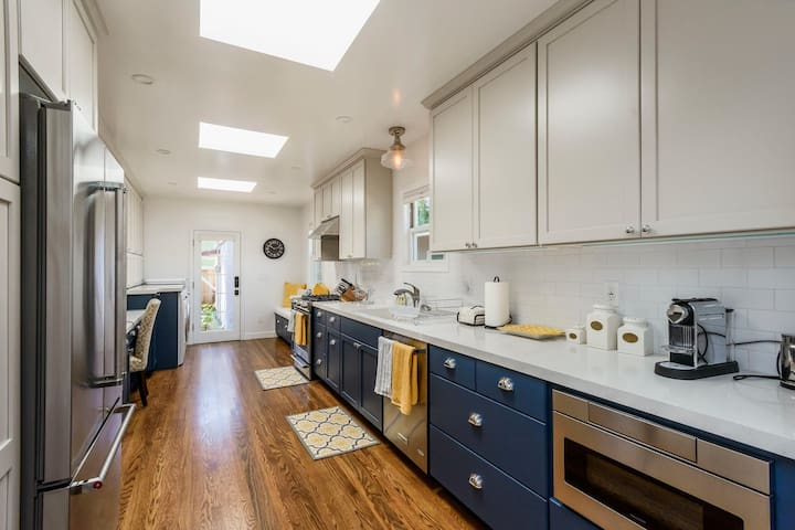 Newly renovated Spanish Style 2BR/2.5BA Near Town - Burlingame - House