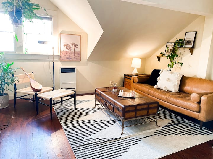 2 bd Artists Oasis w/Private Patio in central HP