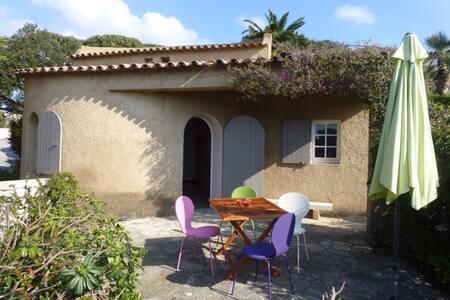 Cabanon provençal avec vue sur mer - Huis